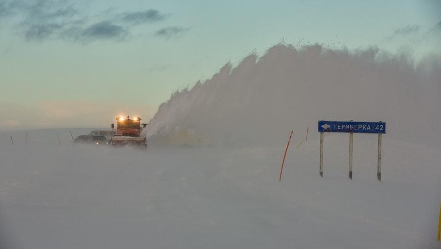 Из-за снегопада закрыта дорога на Териберку и Туманный